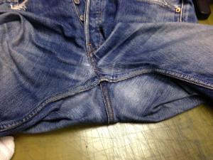 Levi's リーバイス ジーンズ 股スレと膝穴のリペア(修理・直し・リフォーム)2